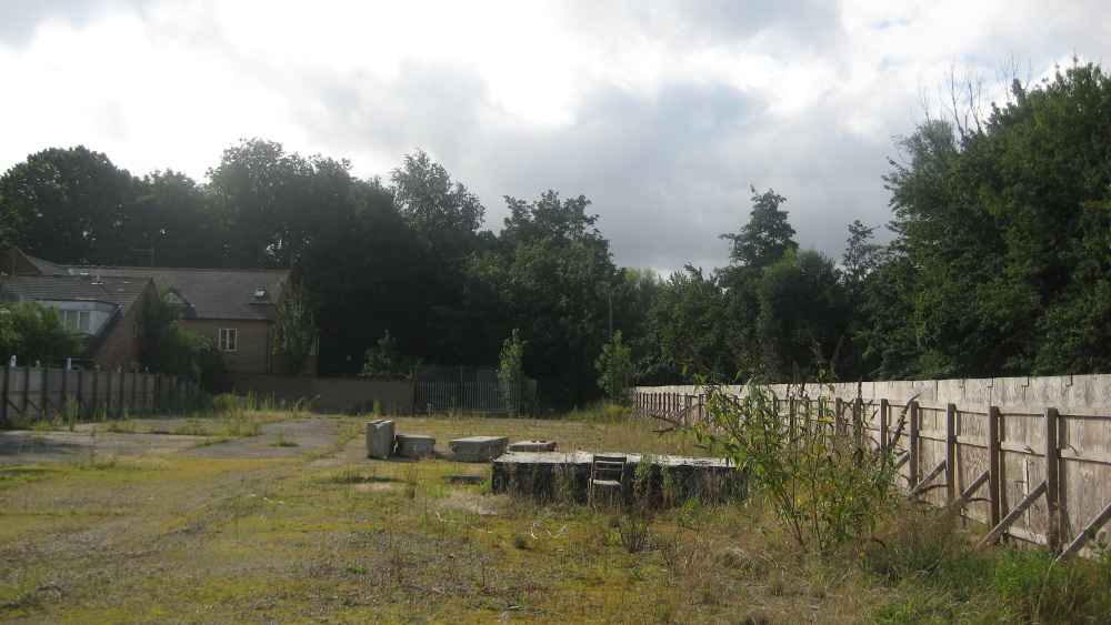 <p>In 2009 Spring go into administration. The site is vacant, awaiting a community bid.</p>