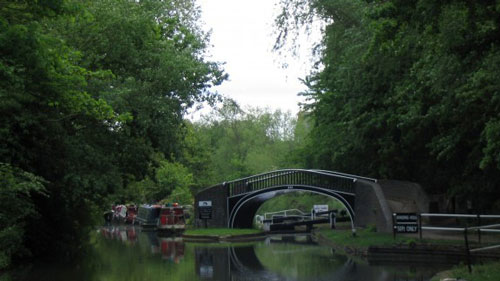 <p>The walk along the towpath to the city centre crosses the bridge over the Isis lock.</p>
